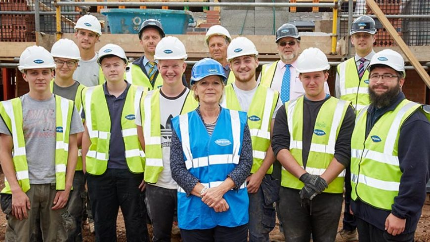MP meets trade apprentices at Midlands housebuilder