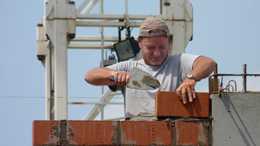 Government review calls for 15,000 more bricklayers